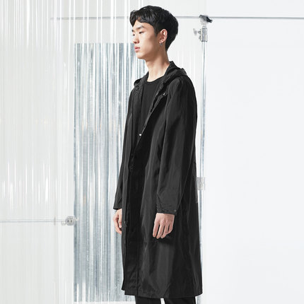 亚锐Yatlas男装春季新品黑色宽松轻薄印花长款运动外套休闲风衣