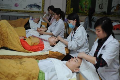 深圳职业美容师特色培训课程 深圳专业美容师特色培训学校