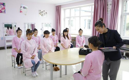 深圳美容师中级(四级)培训班 美容师中级(四级)培训学校