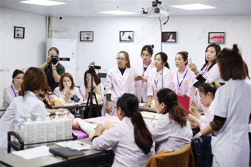 深圳学韩国皮肤管理选择深圳美容美妆学院