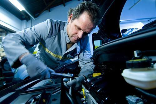 汽车美容装潢技师班 汽车美容装潢技师培训课程