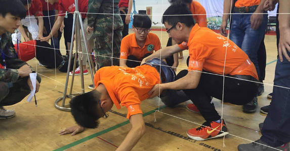 团队拓展训练之穿越电网游戏项目