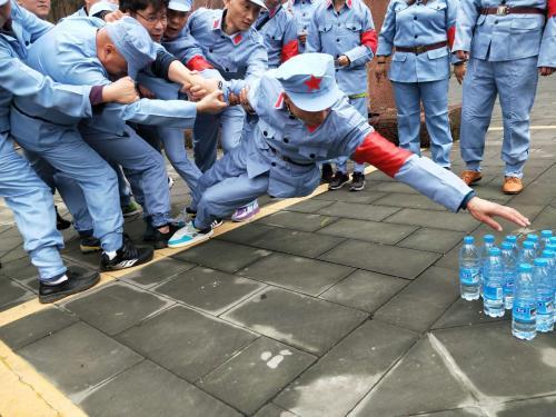 团队拓展训练之雷区取水
