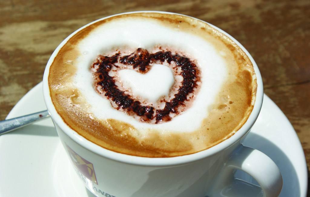 经常喝咖啡可以加速新陈代谢、促进消化、改善便秘,并能够改善皮肤的粗糙现象。