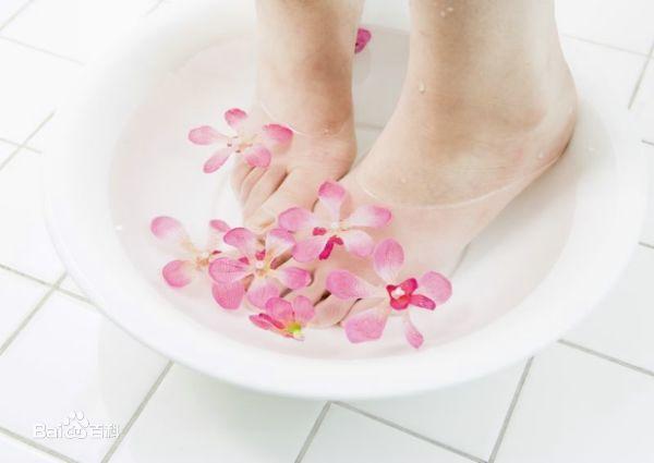 足浴养生法:足疗的十大好处与注意事项