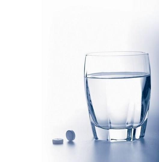 這幾種藥千萬不能用熱水送服